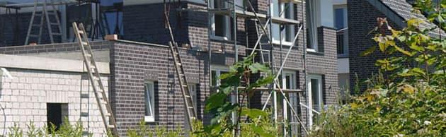 Neubau mit Baugerüst