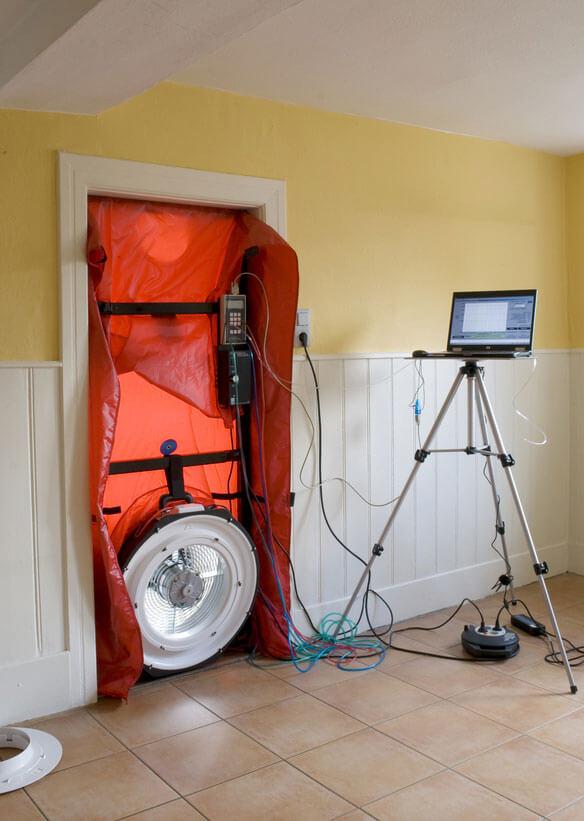 Beispiel eines Blower-Door-Tests